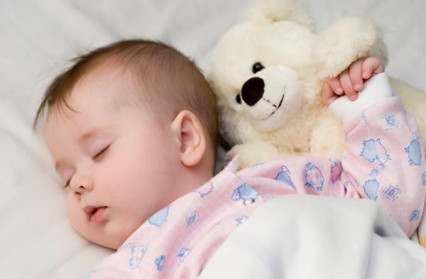 Почему не спит ребенок в 4 месяца днем