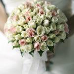 Как выбрать свадебный букет к платью