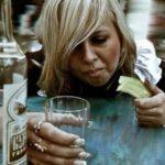Почему лечить женщин от алкоголизма сложнее
